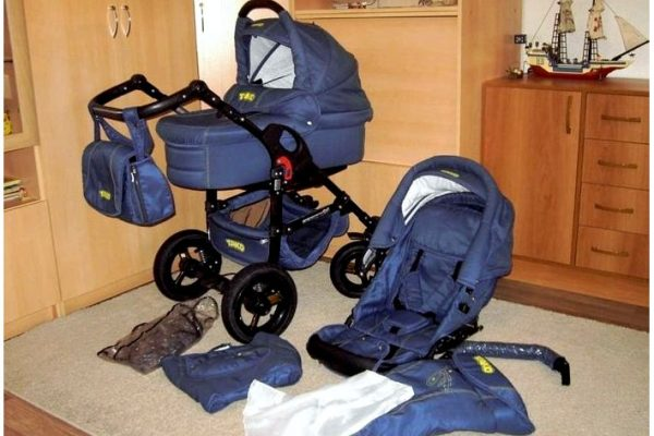 Нужно ли стирать детскую коляску?